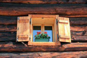 window-1074511_1280